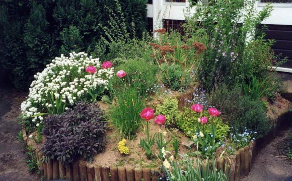 Small Flower Bed Ideas 18