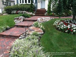 Beautifully front yard by Lisk Landscaping Management