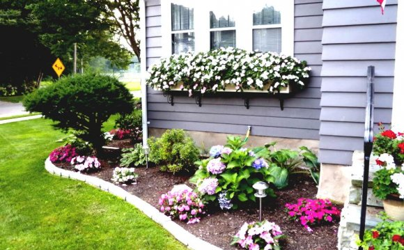 Simple flower bed Landscaping ideas